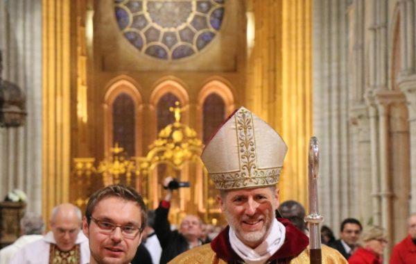 Arnaud Boré et Mgr Renauld de Dinechin à l'issue de la messe d'ordination diaconale