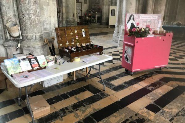 20190526 - Pérégrination reliques sainte Thérèse Basilique de Saint-Quentin Boutique