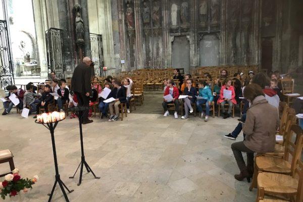 20190526 - Pérégrination reliques sainte Thérèse Basilique de Saint-Quentin école 1