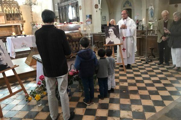 20190528 - Pérégrination reliques sainte Thérèse Sains Richaumont (2)