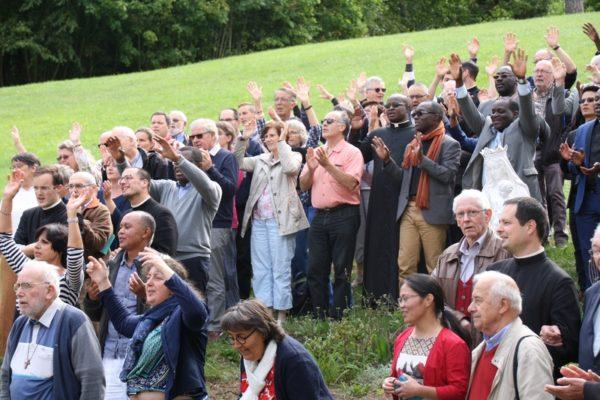 … accueillir la nouvelle communauté Palavra viva, écouter, chanter et louer le Seigneur !