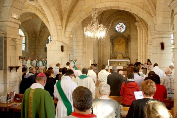 … pour prier avec et pour notre évêque en ce 11ème anniversaire de son ordination épiscopale