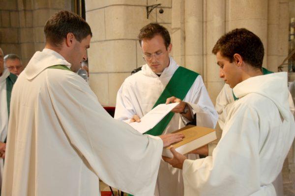 … envoyer en mission les prêtres